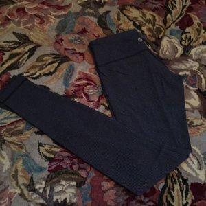 Lululemon navy patterned legging